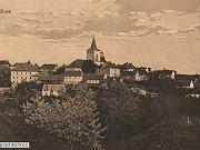 Překrásná pohlednice zachycující město Jílové. Pohlednice odeslaná v roce 1925 a okolkovaná známkou o hodnotě 50 haléřů zachycuje celkový pohled na město Jílové.
